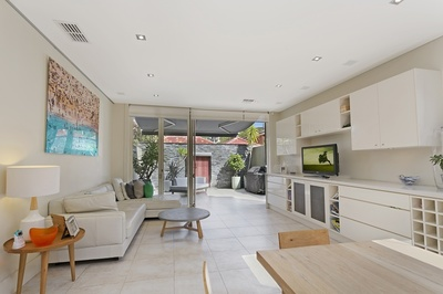 Luxurious two level abode    Stroll to Bronte Beach!