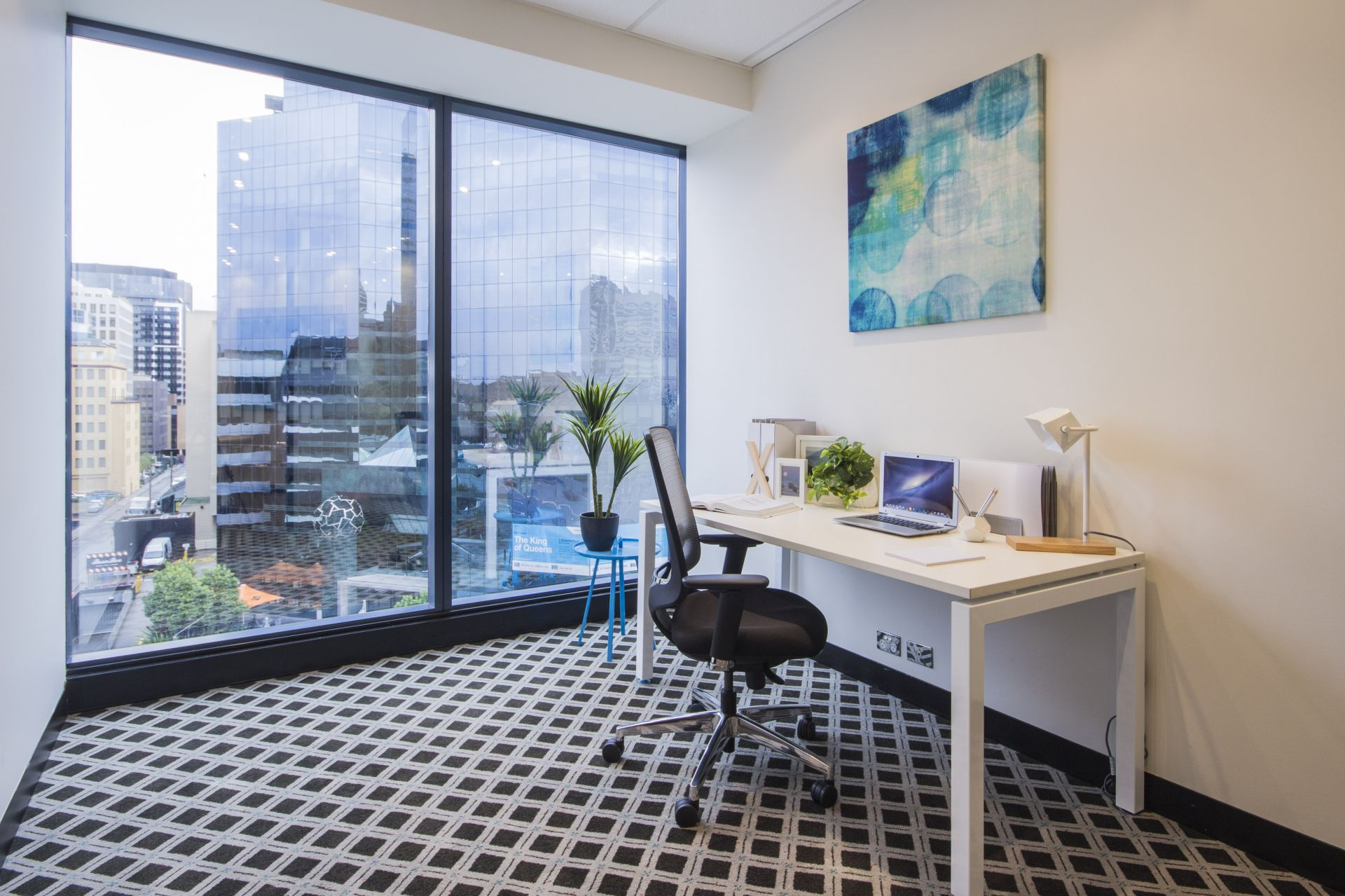 UNLEASH YOUR AMBITIONS AT ST KILDA ROAD TOWERS!