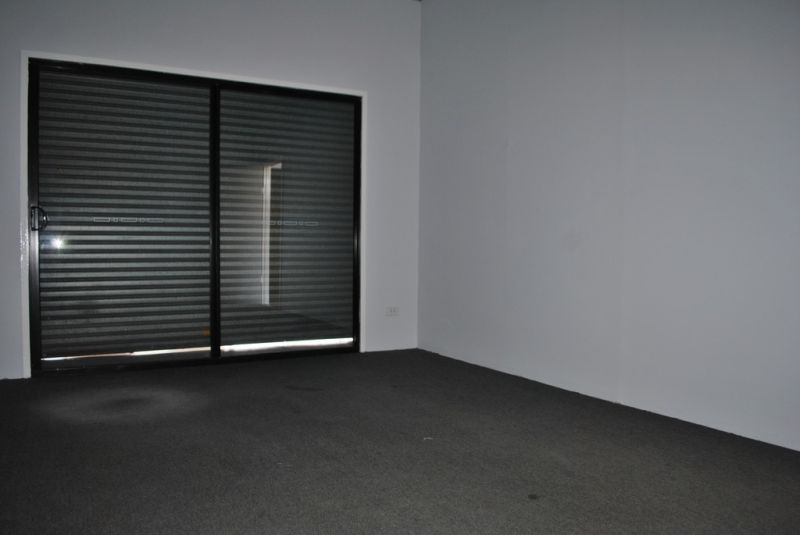Retail/Showroom/Office 140m2 on busy Compton Rd