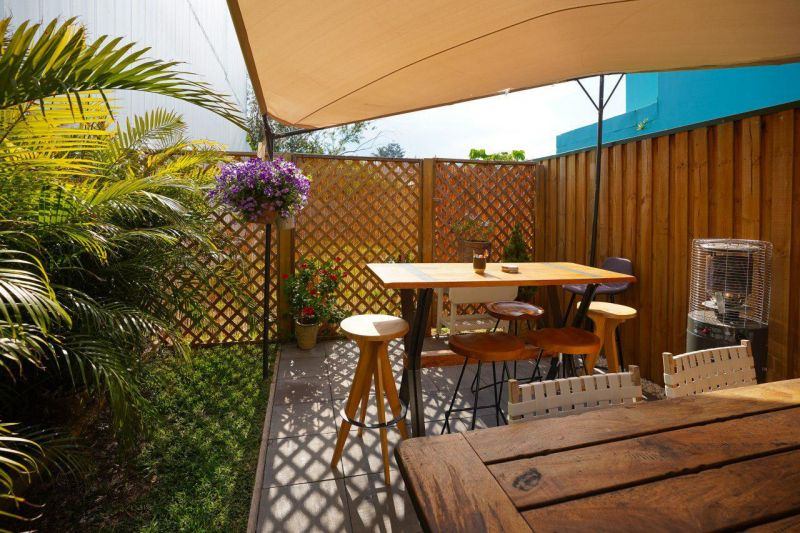 RESTAURANT OPPORTUNITY  WITH WHOPPER INTIMATE OUTDOOR ALFRESCO AREA!