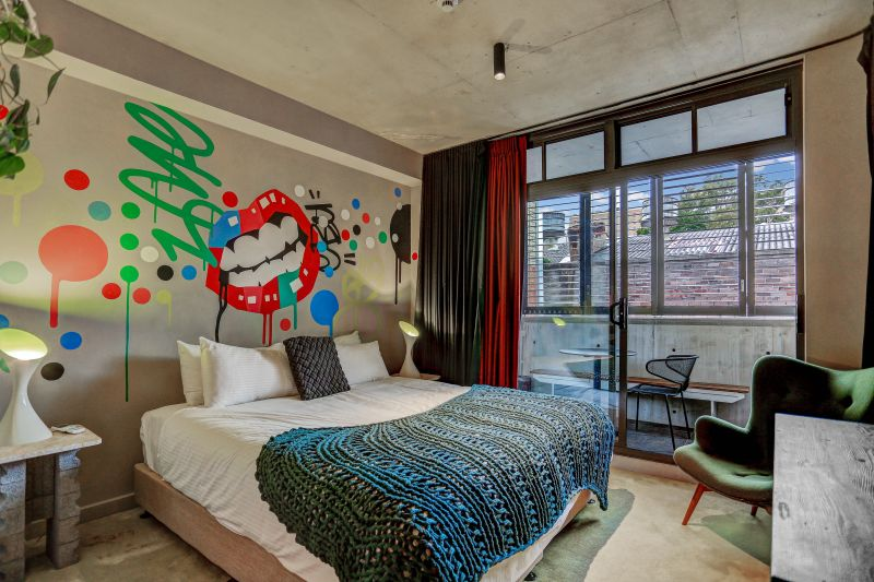 Unique Hotel Style Accommodation studio with Balcony With Bills Included