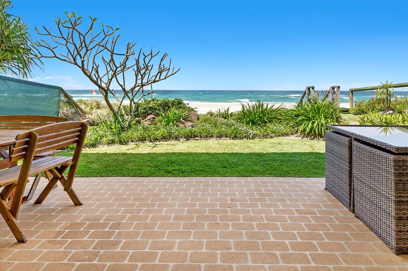 Lifestyle Hot Spot Absolute Beachfront - Prime Location Bordering Parkland
