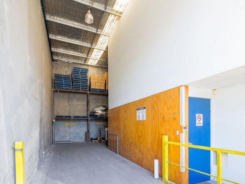High Clearance Industrial Warehouse/Office Unit
