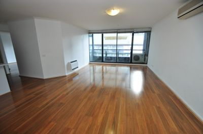 Yarra Condos: 4th Floor - Style and Comfort in a Premier Position!