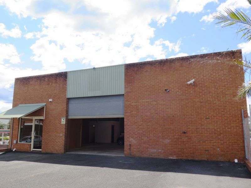 190m2 Industrial unit in Long Jetty!