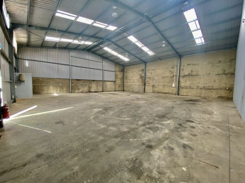 Spacious high clearance warehouse with high roller door access and onsite parking