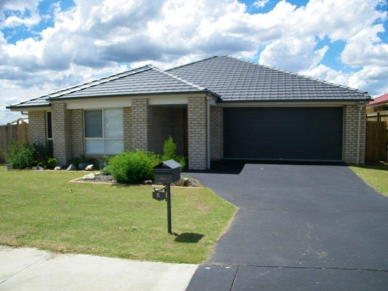 4 BEDROOM LOWSET HOME IN SOUGHT AFTER RACEVIEW LOCATION