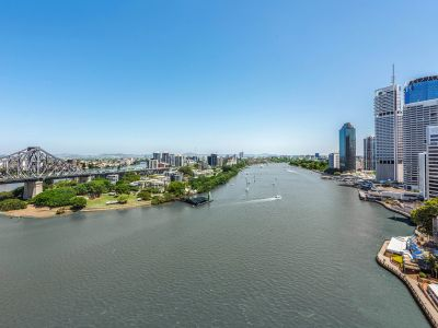 Prime 186m2 Riverfront Apartment, Stunning Views, 2 minutes walk to HSW and more