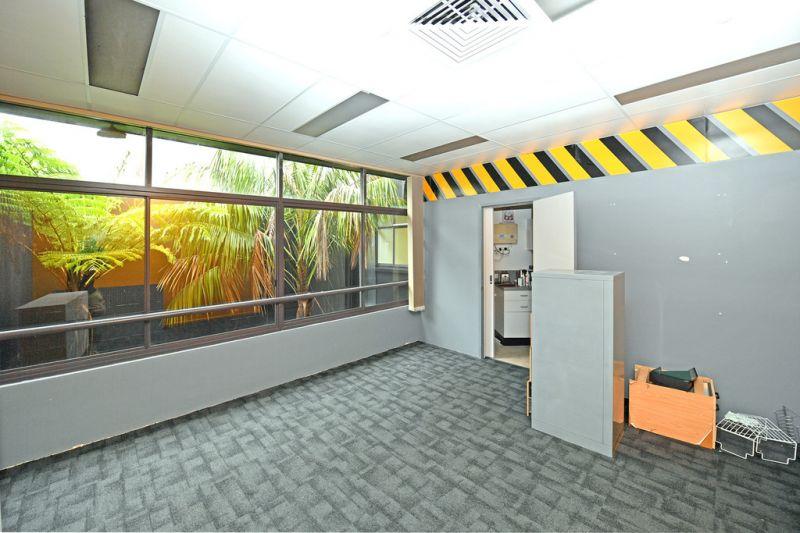 First Floor Office In Noosa Junction