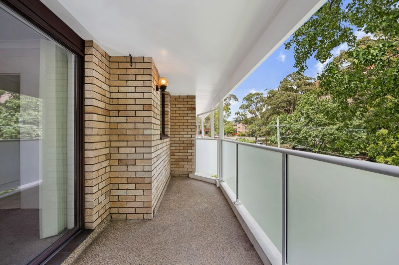 Well presented apartment In sensational location