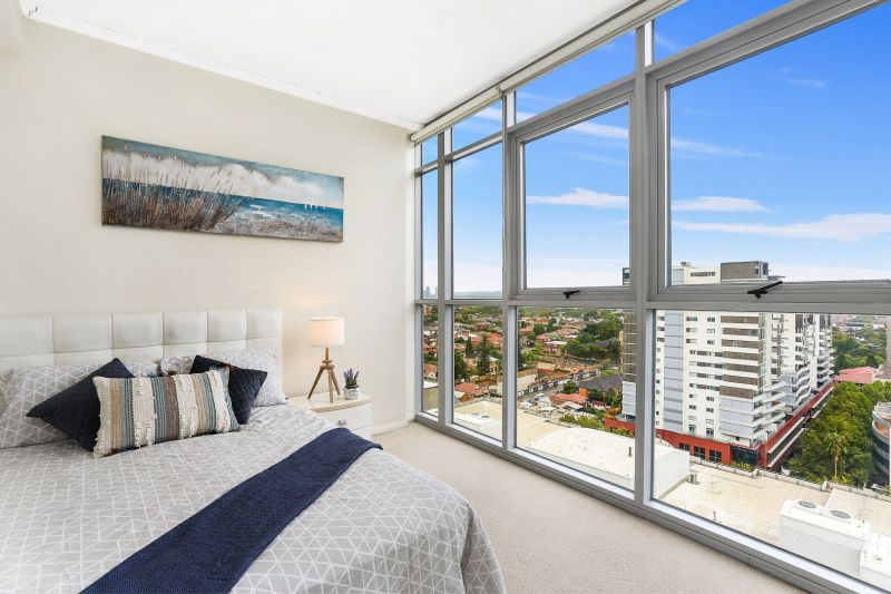 Superb 180-degree view apartment on the 15th floor