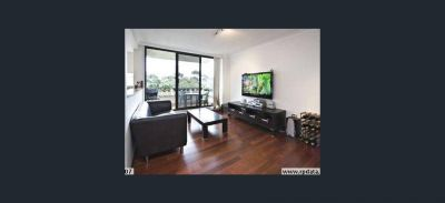 Modern Two Bed Apartment  with Parking - Freshly Painted Throughout