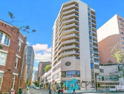 SEMI-FURNISHED ONE BEDROOM RESIDENCE IN POPULAR PARKSIDE COMPLEX