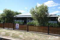 GREAT FAMILY BUYING - 5 BEDROOMS - 2 BATHROOMS - POOL - SHED