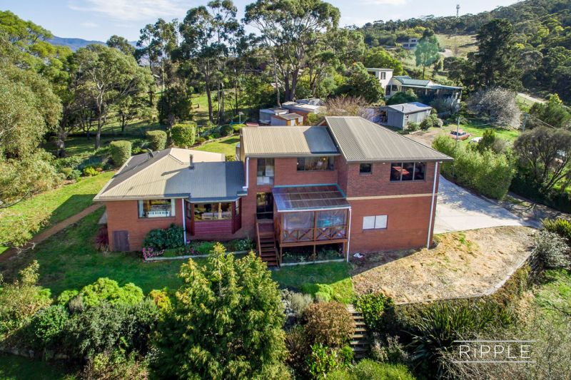 BRILLIANT PRIVATE FAMILY LIFESTYLE PROPERTY WITH SPACE, VIEWS AND SUNSHINE!