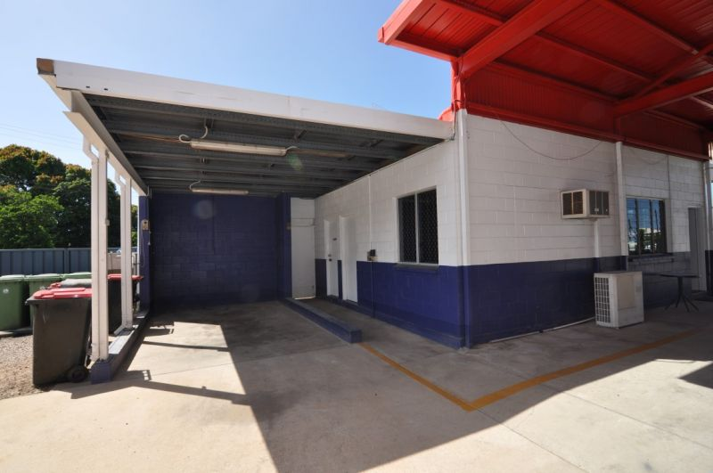 Bowen Road workshop & offices with drive thru access