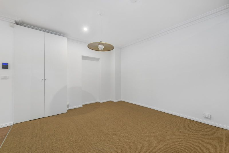 Refurbished Terrace - Ideal Location !