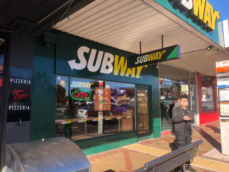 FOOD PREMISES WITH FULL FIT-OUT OPPOSITE HOLMESGLEN TAFE