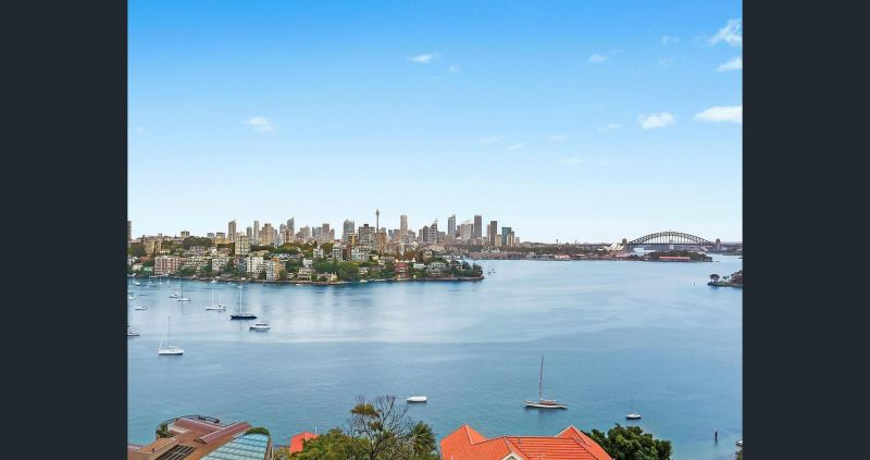 Whole floor apartment with world class harbour views