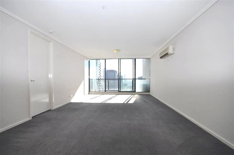 The Sentinel: 31st Floor - Chic Apartment in a Fantastic Location!