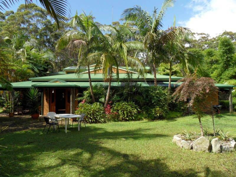LARGE 3BR HOUSE  WALKING DISTANCE TO BEACH