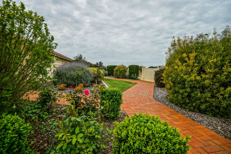 For Sale By Owner: 7 James Pl, North Moonta, SA 5558