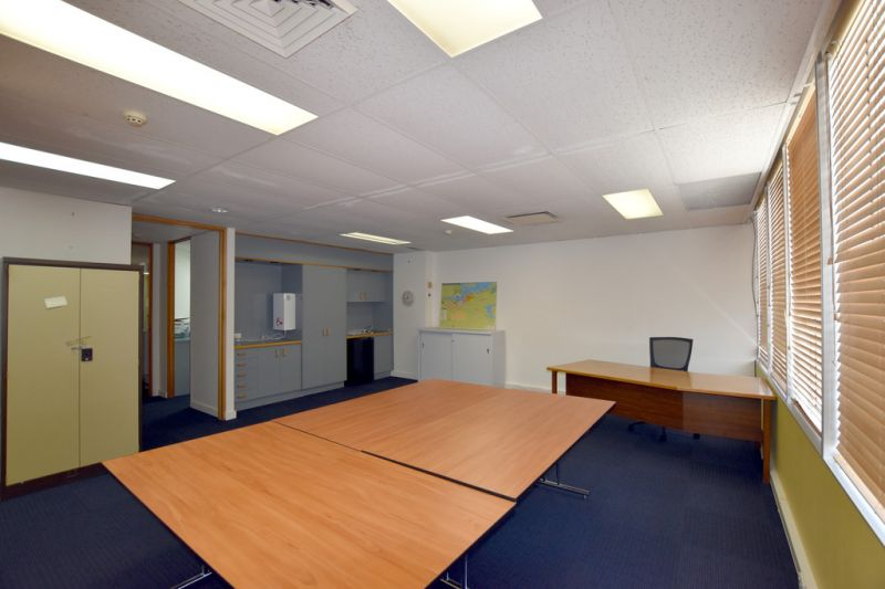 :: 3D TOUR :: OUTSTANDING FITTED & FURNISHED OFFICE IN GLADSTONE CITY CENTRE  (13 IMAGES)