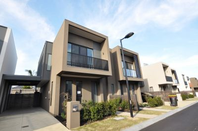 Double Storey Modern 3 Bedrooms Townhouse in Convenience Location