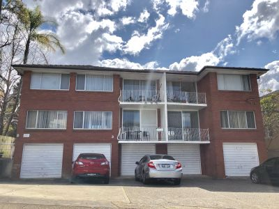 NEAT 2 BEDROOM UNIT FOR LEASE - CLOSE TO THE TRAIN STATION