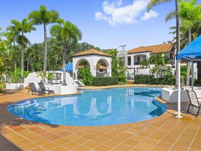 Villa offering resort style living in ultra-popular Nobby Beach