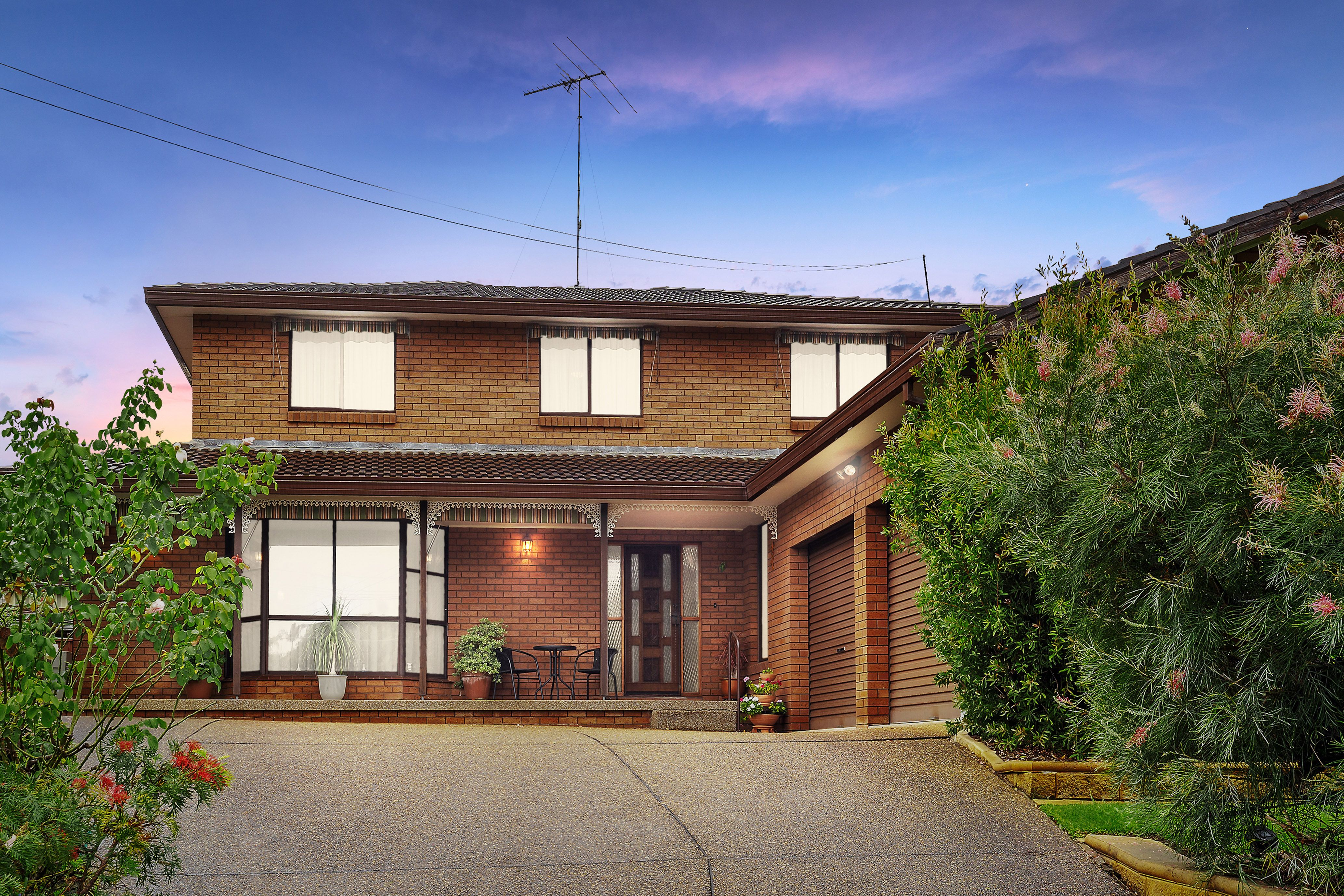 85 Sturt Avenue, Georges Hall NSW 2198