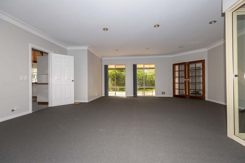 For Sale By Owner: 40 Camp Rd, Pinjarra, WA 6208