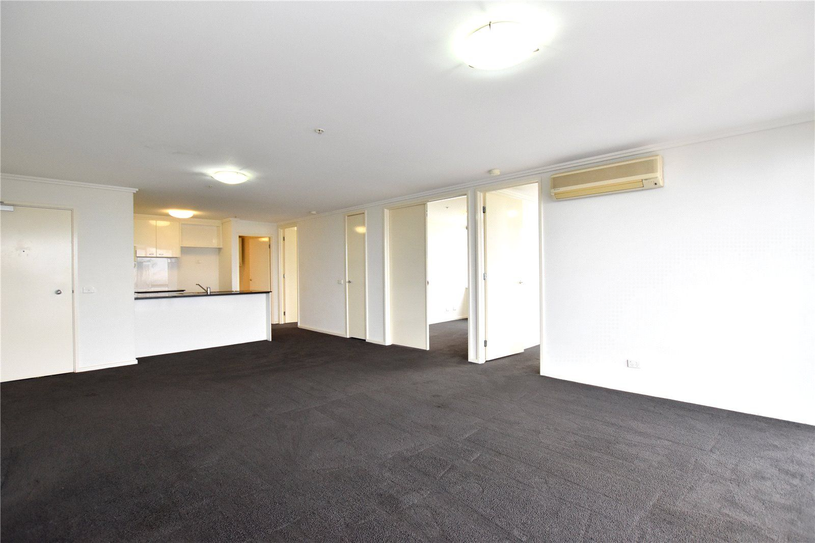 Southpoint: 23rd Floor - Sensational Location, Spacious Apartment, Superb Amenities!