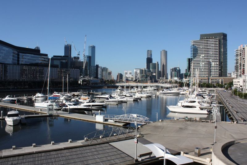 Stylish one bedroom podium apartment on the banks of The Yarra