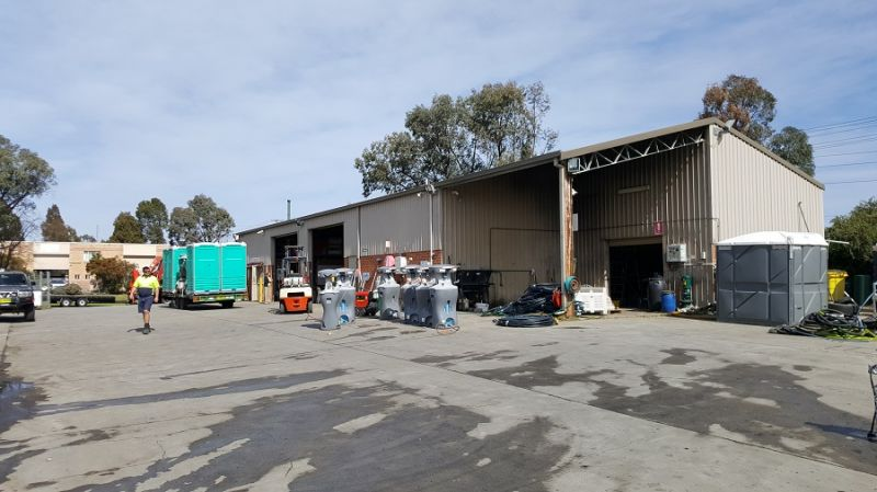 Rare Building & Yard Opportunity for Lease