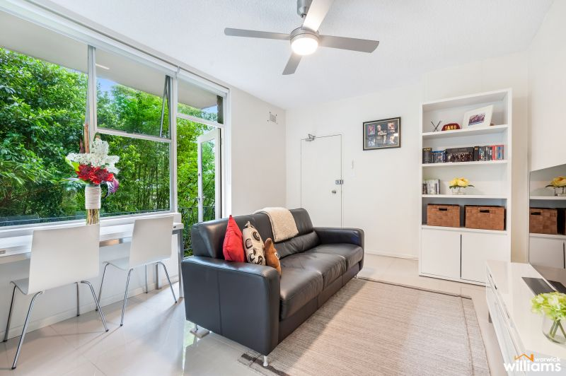 RENOVATED ONE BEDROOM APARTMENT WITH BALCONY IN CENTRAL LOCATION
