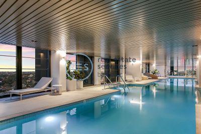 Generous 2-Bedroom Apartment with Parking in St Leonards