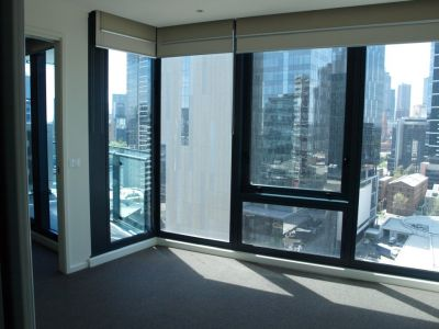 Southbank One: 17th Floor - Outstanding Quality With Bonus Study!