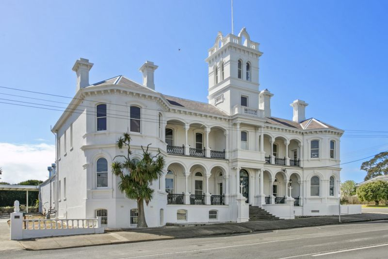 An Iconic Queenscliff Building Awaits Its Next Chapter!