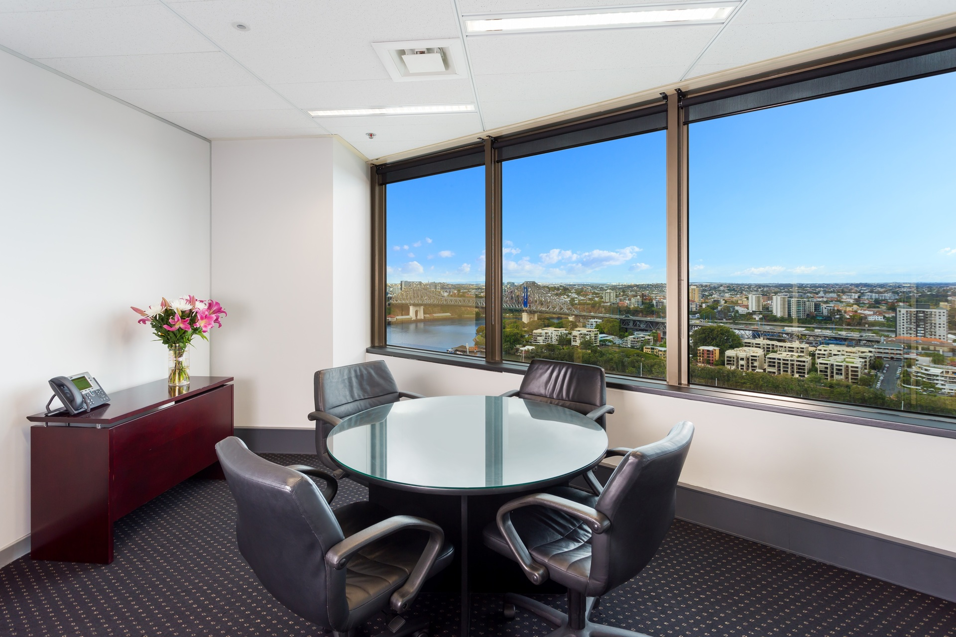 A GRADE OFFICE LOCATED IN THE HEART OF BRISBANE CITY SKYSCRPER