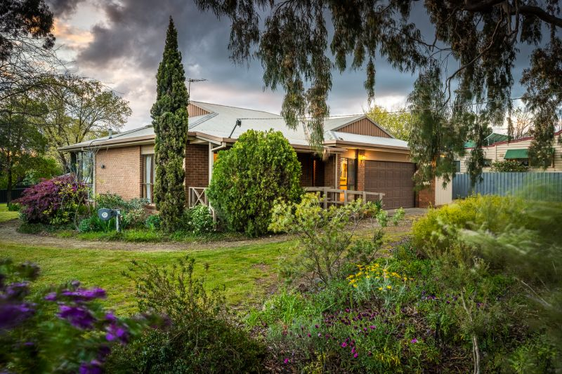 Peaceful and Private Rutherglen Home on Huge Block!