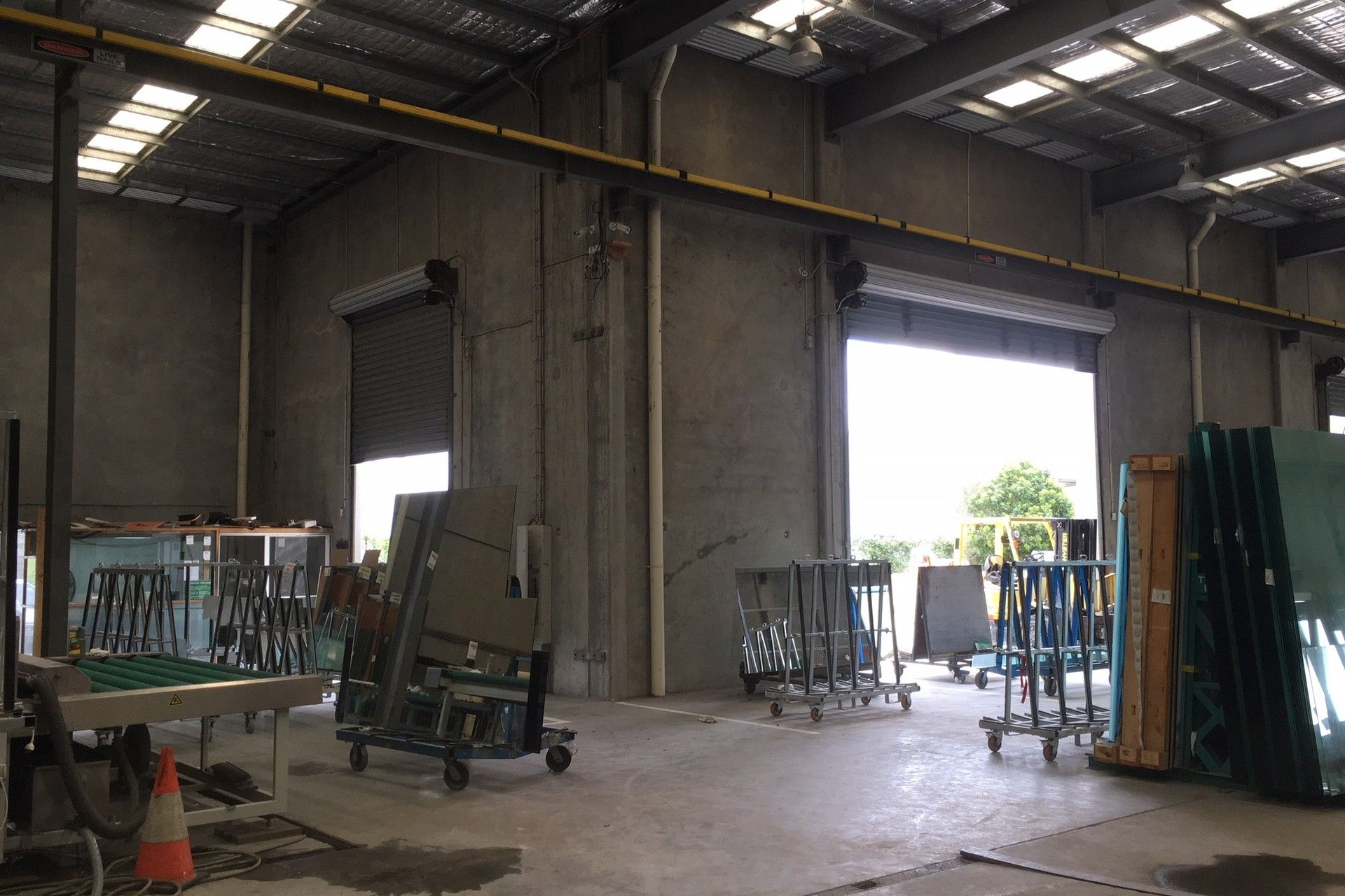 2,699SQM WAREHOUSE WITH DUAL OVERHEAD GANTRY