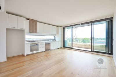 Bayside Stylish Apartment with Stunning views!