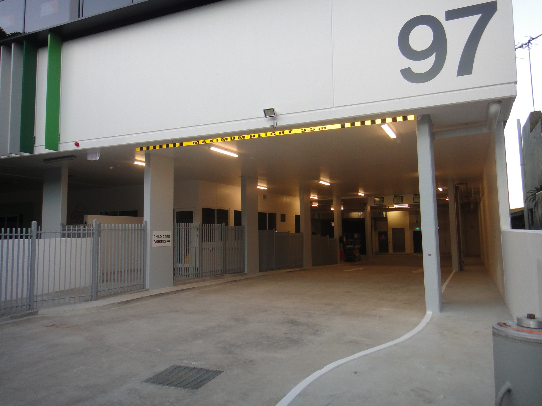 Great High Clearance Storage Unit in Brand New Modern Complex Fronting Old Pittwater Road.
