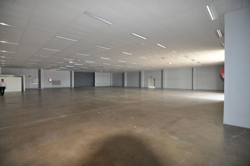 Large Showroom With Massive Exposure