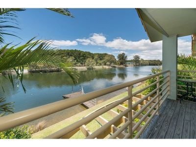 Top located, direct waterfront townhouse