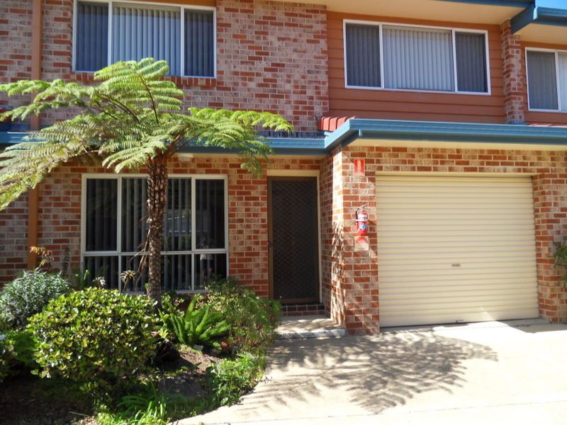 2 BEDROOM TOWNHOUSE IN TOWN CENTRE LOCATION