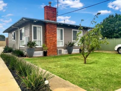 PERFECT FAMILY HOME IN CENTRE OF TOWN