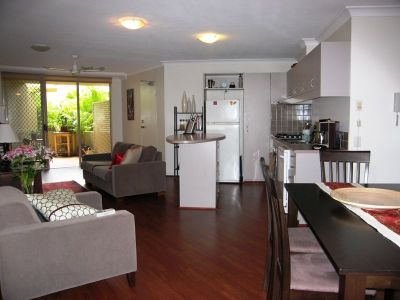 MODERN 2 BED UNIT IN NEWSTEAD
