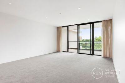 Effortless Elegance –2-bedroom apartment with park views